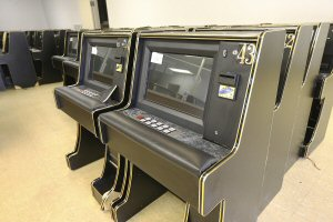 How to Cheat Old Gambling Machines